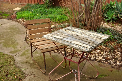 table and chair before - Pransellknit » Blog Archive » Sunshiny Garden Furniture – A DIY Tale