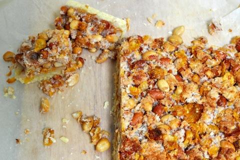 crumbly peanut slice